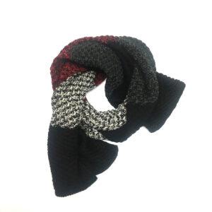 strickschal-schwarz-rot